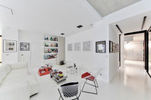 salon w białej kolorystyce