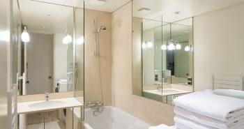 lustra - zmieniają optycznie kształt pomieszczenia
